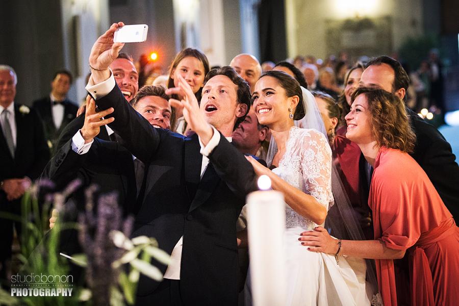 69-Wedding-Selfie-in-Chiesa-Santa-Maria-Maddalena-dei-pazzi