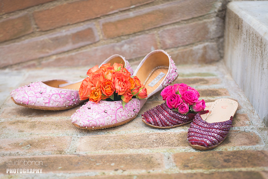028-indian-shoes-flowers-rose