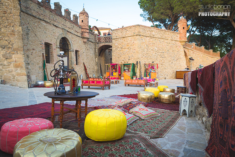 029-indian-wedding-market-solfagnano-castle-hookah-narghile