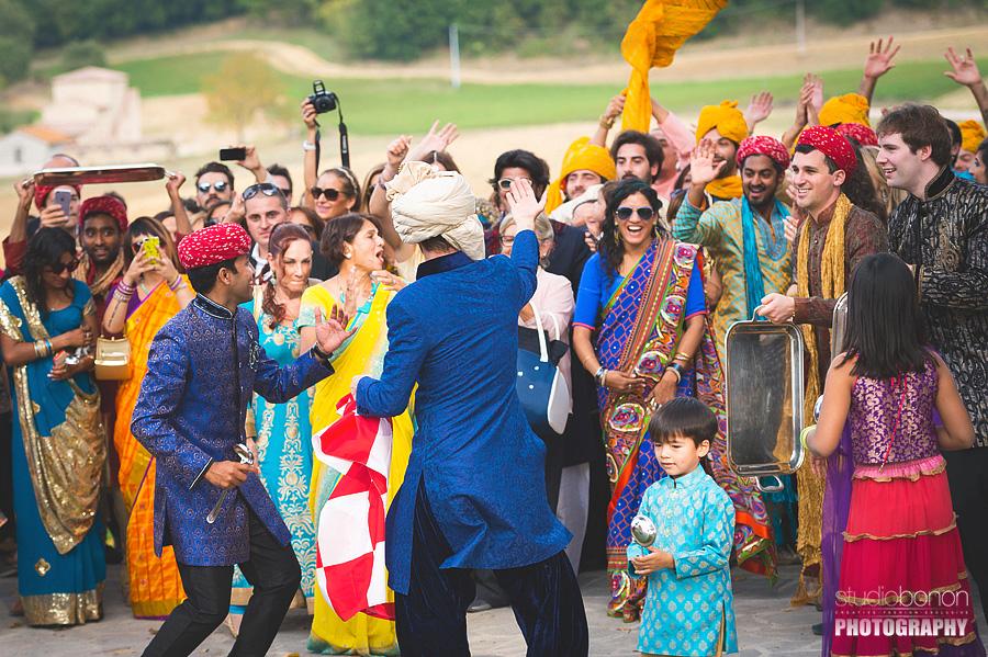 067-party-dancing-wedding-in-umbria