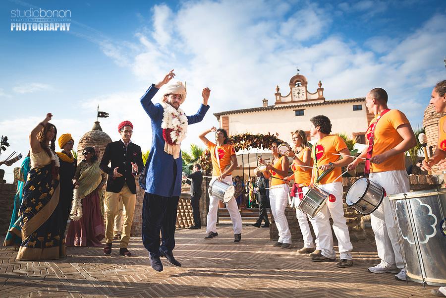 092-groom-dancing-baraat-swagat-wedding-in-perugia-solfagnano