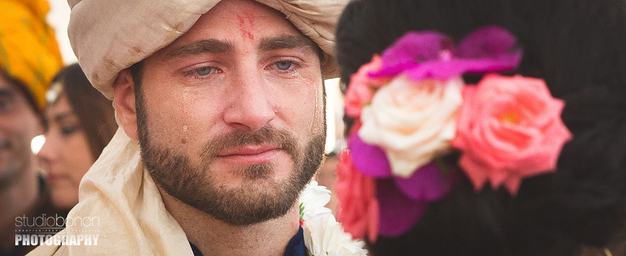 115-indian-bridegroom-ceremony-first-look-emotion-tears