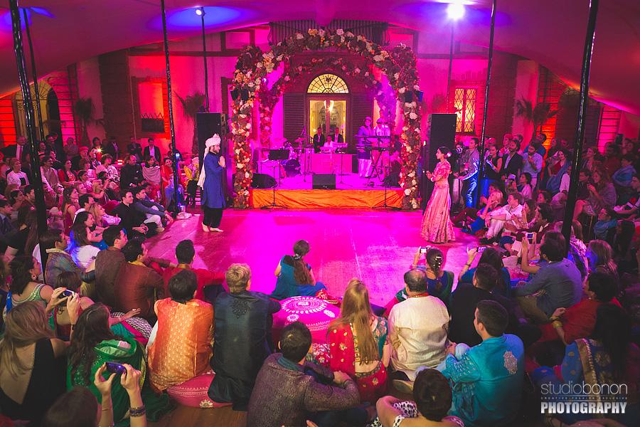161-first-dance-bridegroom-indian-weddingumbria-solfagnano-castle