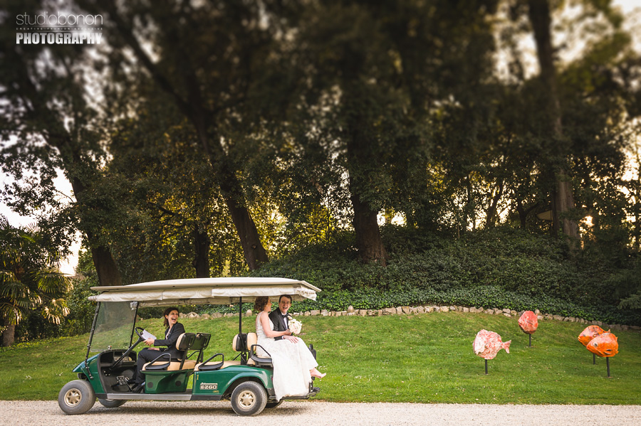029-bride-groom-golf-cart-transportation-hotel-four-seasons-florence