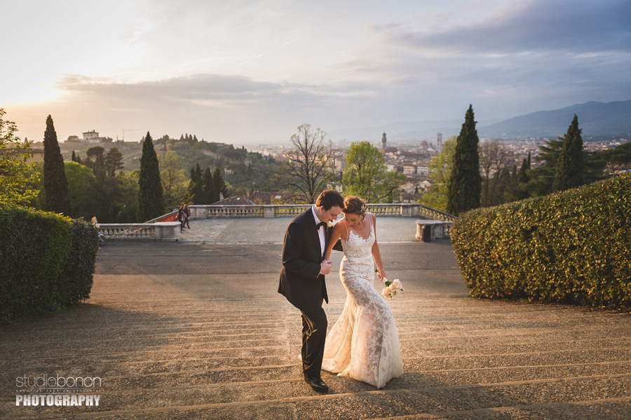 037-bride-groom-walking-to-san-miniato-a-monte-firenze-elopement