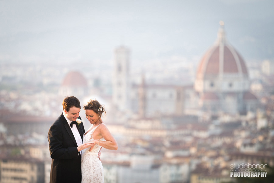 039-intimate-wedding-in-florence-duomo-in-background