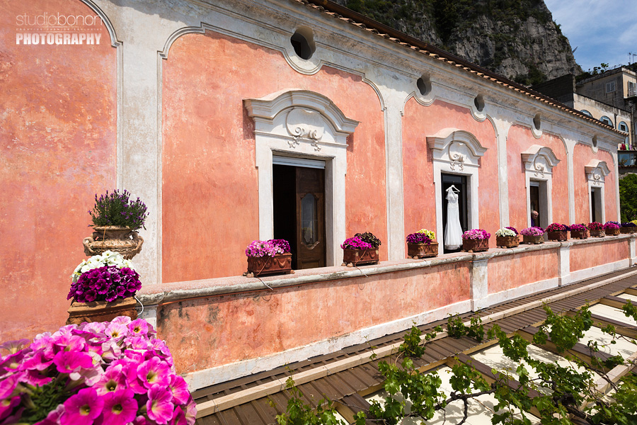 011-wedding-dress-in-positano-weddingitaly-flowers