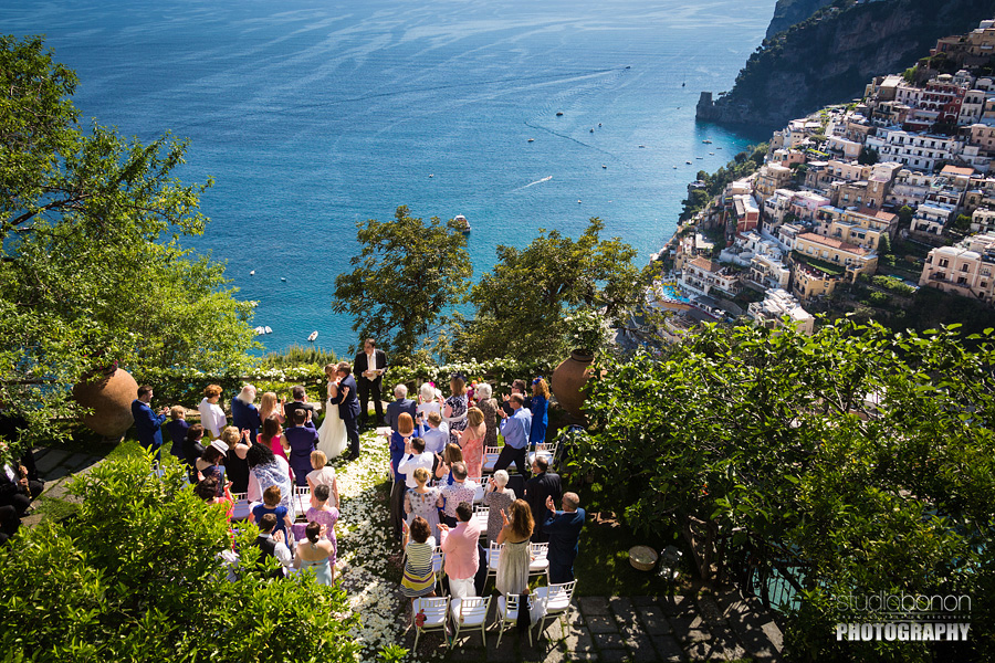 029-first-kiss-bride-groom-wedding-ceremony-in-positano-stunning-view