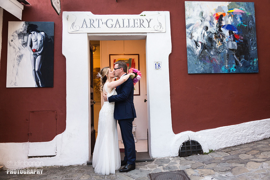 043-wedding-in-positano-art-gallery-portrait-bride-and-groom