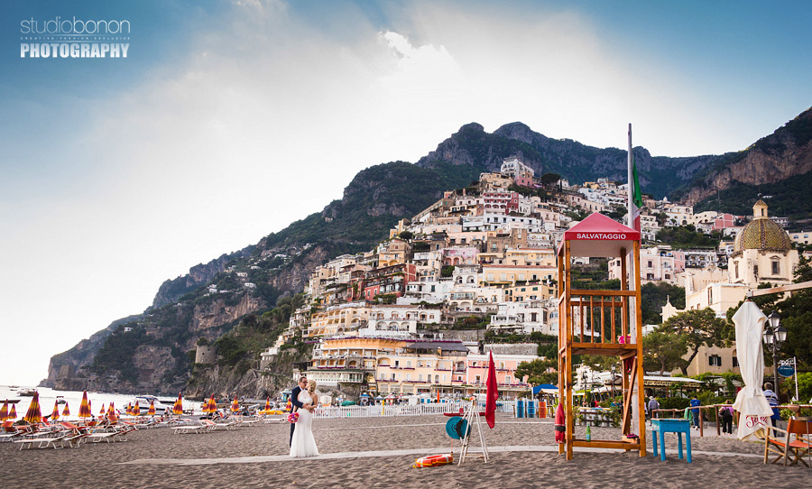 051-bride-and-groom-portrait-positano-beach-kiss-love