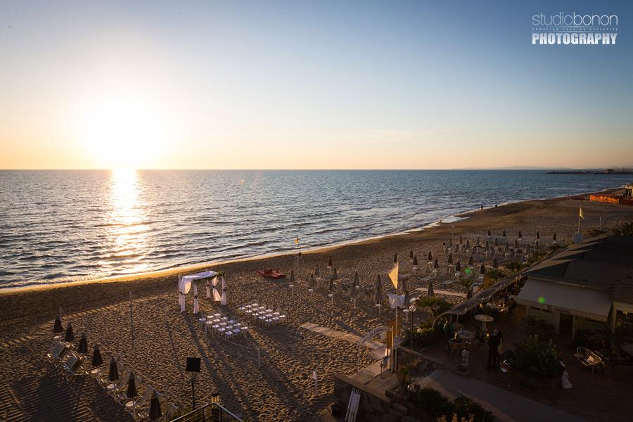 015-beach-wedding-setup-at-bagno-la-lanterna-san-vincenzo-tuscany