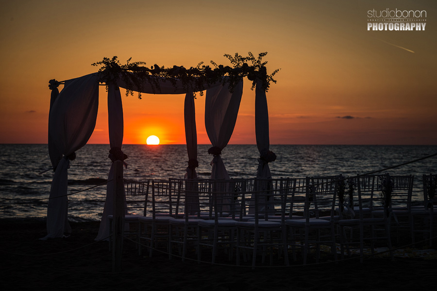 040-beach-wedding-setup-at-bagno-la-lanterna-san-vincenzo-tuscany