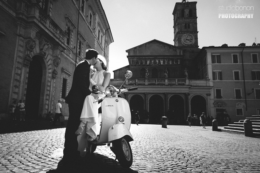 056-destination-wedding-in-rome-at-villa-aurelia-vespa-piaggio