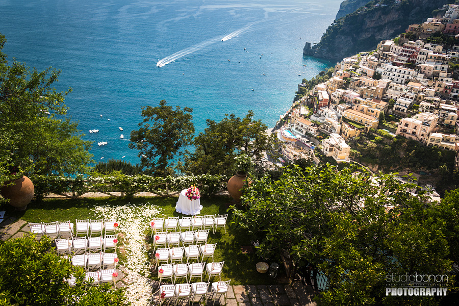 004-stunning-wedding-ceremony-setup-in-positano-flowers-colors-dream