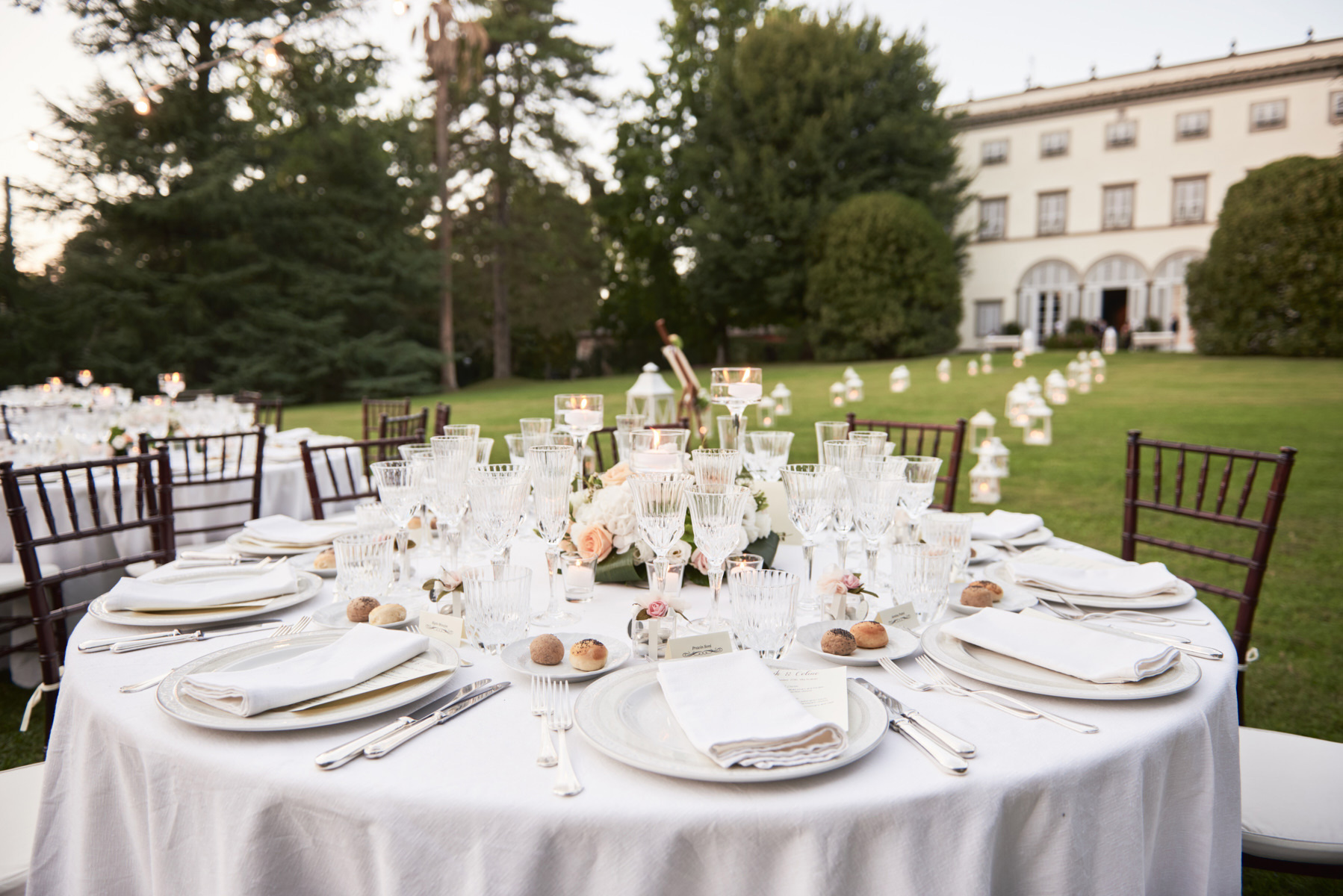 040-elegant-wedding-party-tuscany-villa-grabau