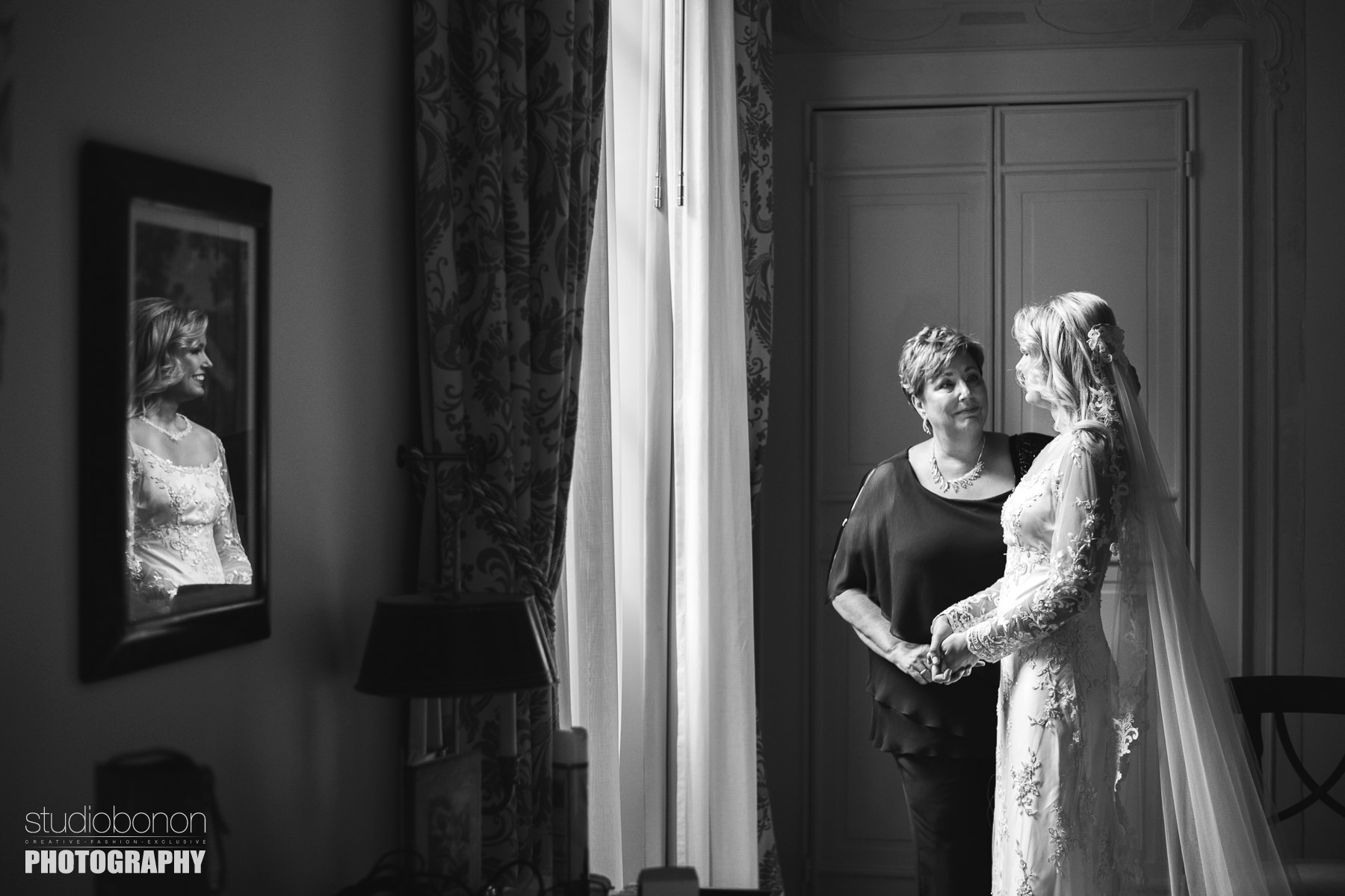 Gorgeous bride Amy with mom at Hotel Four Seasons Florence