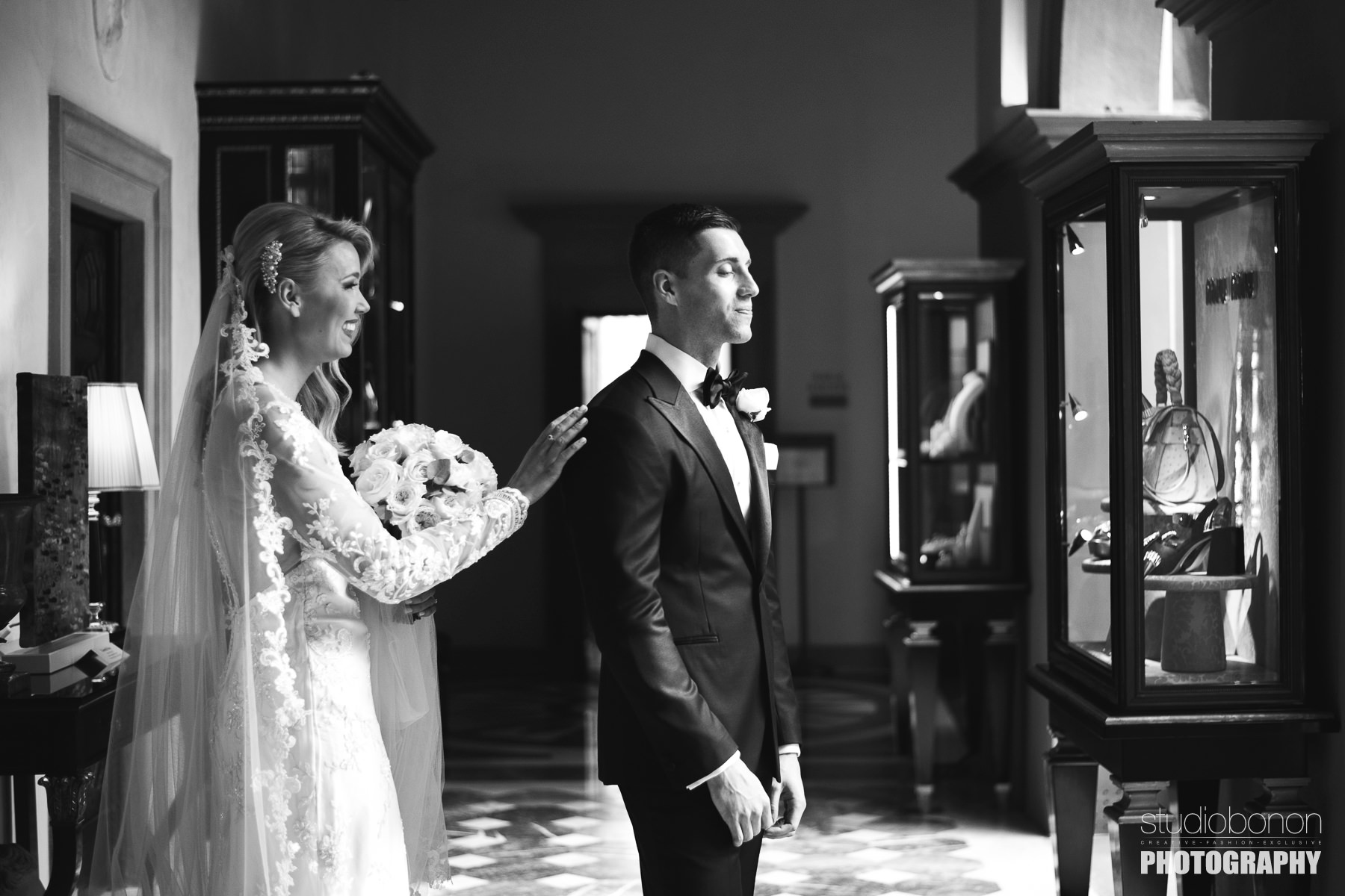 Bride Amy and groom Adrian share a beautiful first look at Hotel Four Seasons Florence