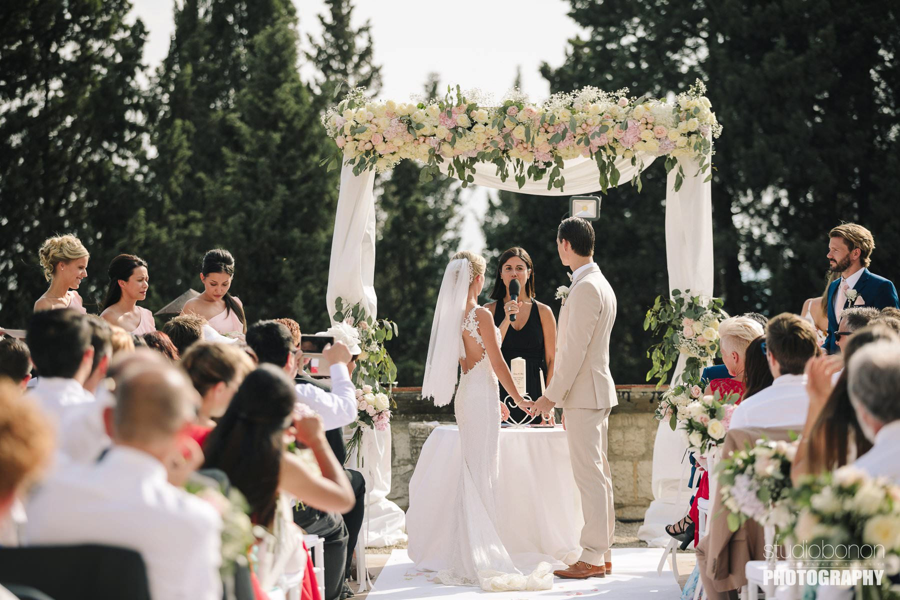Bride and groom outdoor ceremony at Vincigliata Castle into the Florence countryside