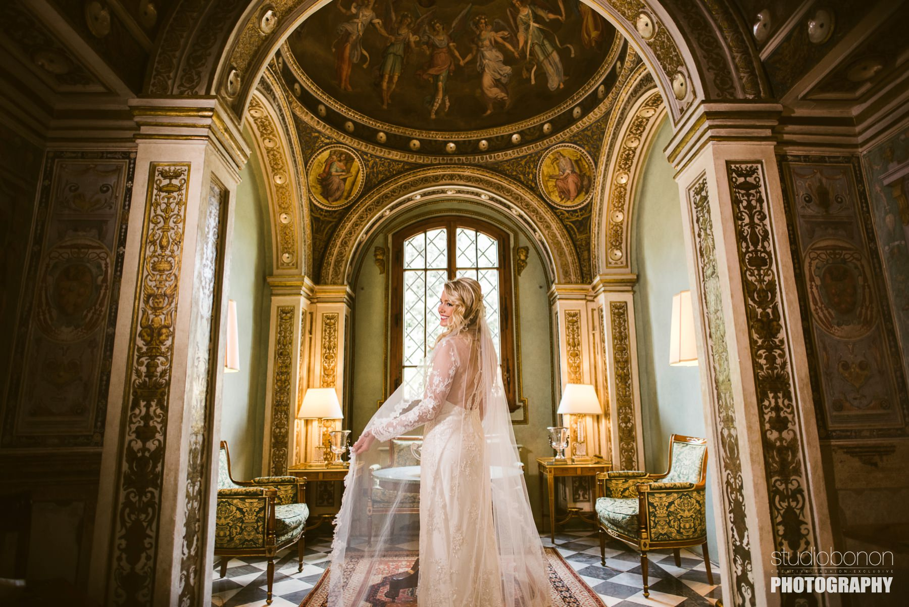 Lovely bride portrait photo into the small chapel at Hotel Four Seasons Florence