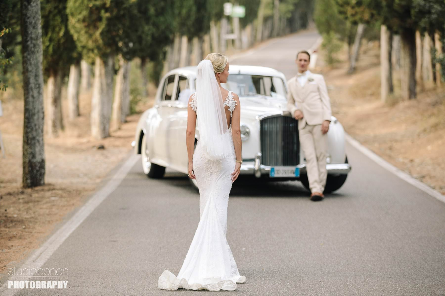 Lovely wedding portrait in Florence countryside at VIncigliata Castle, Fiesole with luxury vintage car in background