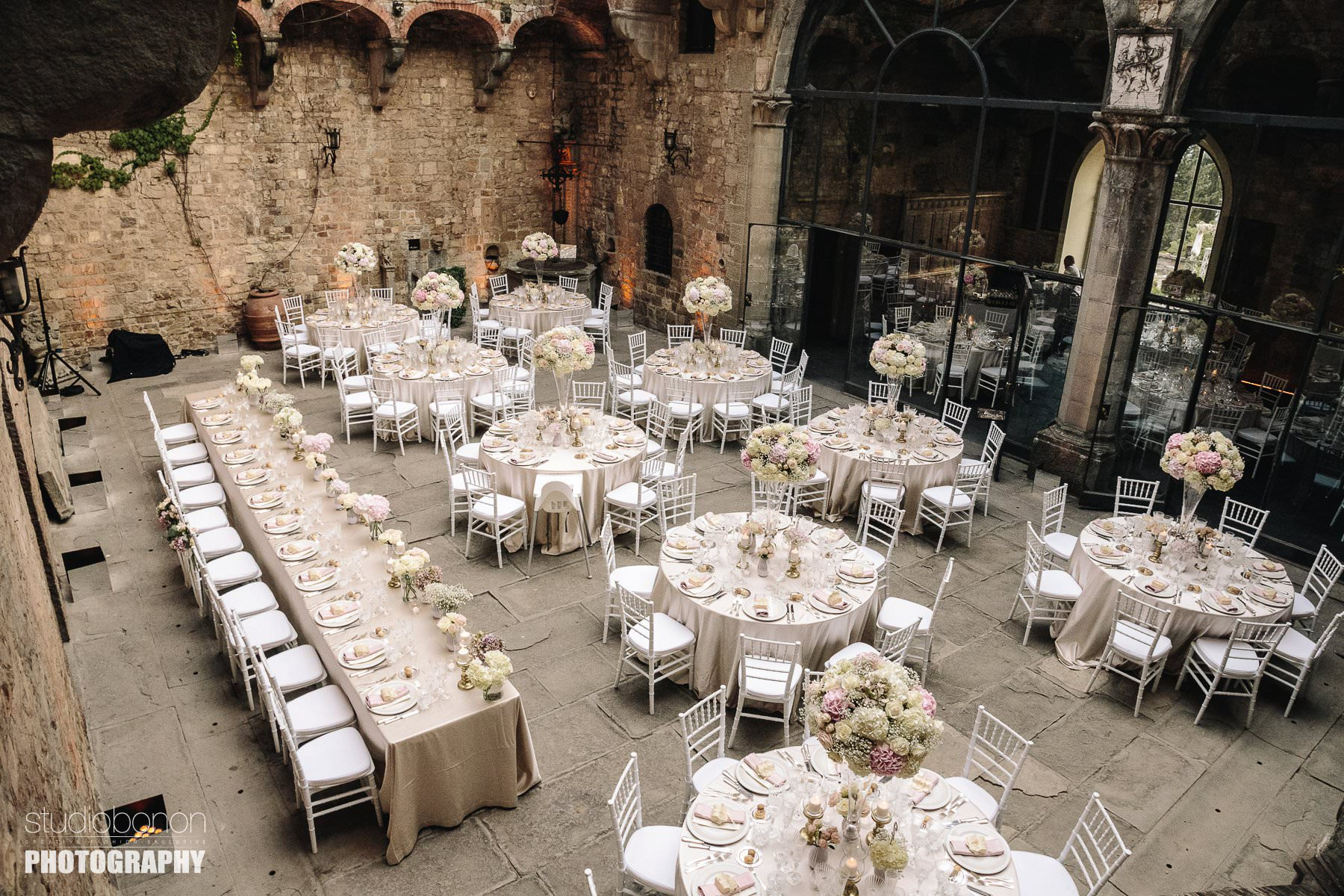 Luxury and elegant dinner decor at Vincigliata Castle, Florence countryside