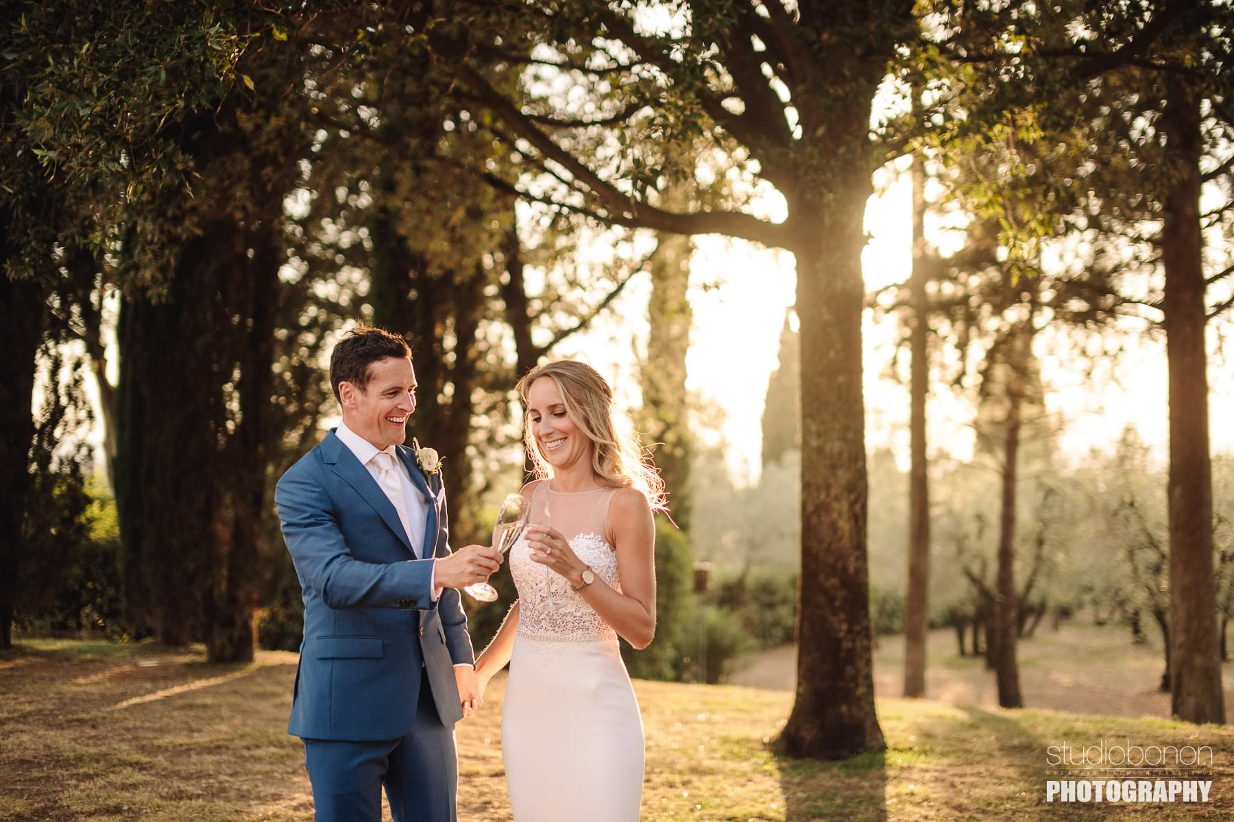 Golden hour wedding photo with bride and groom at Villa Pisignano in Chianti