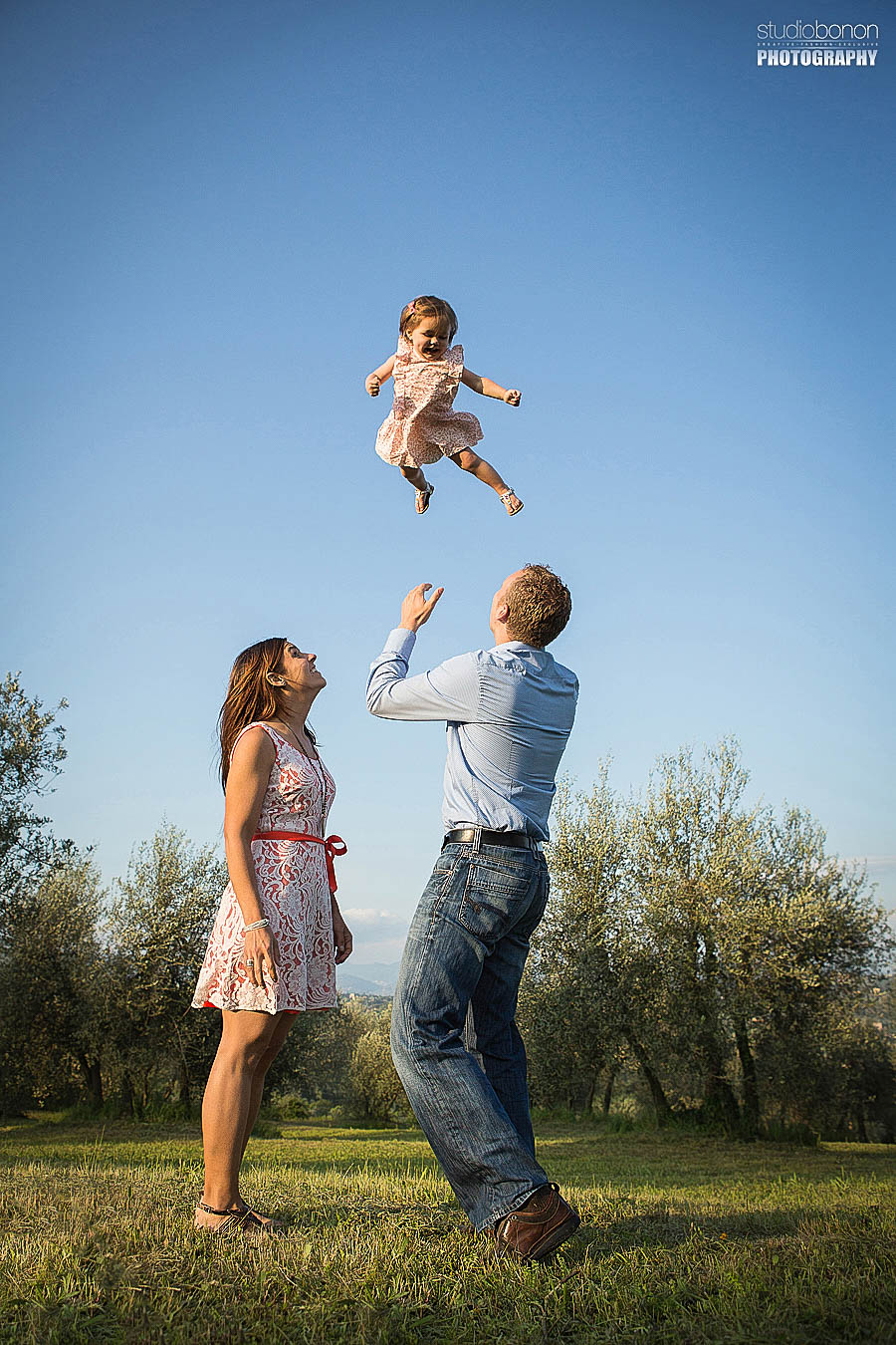 Family vacation photographer in Florence and Tuscany countryside