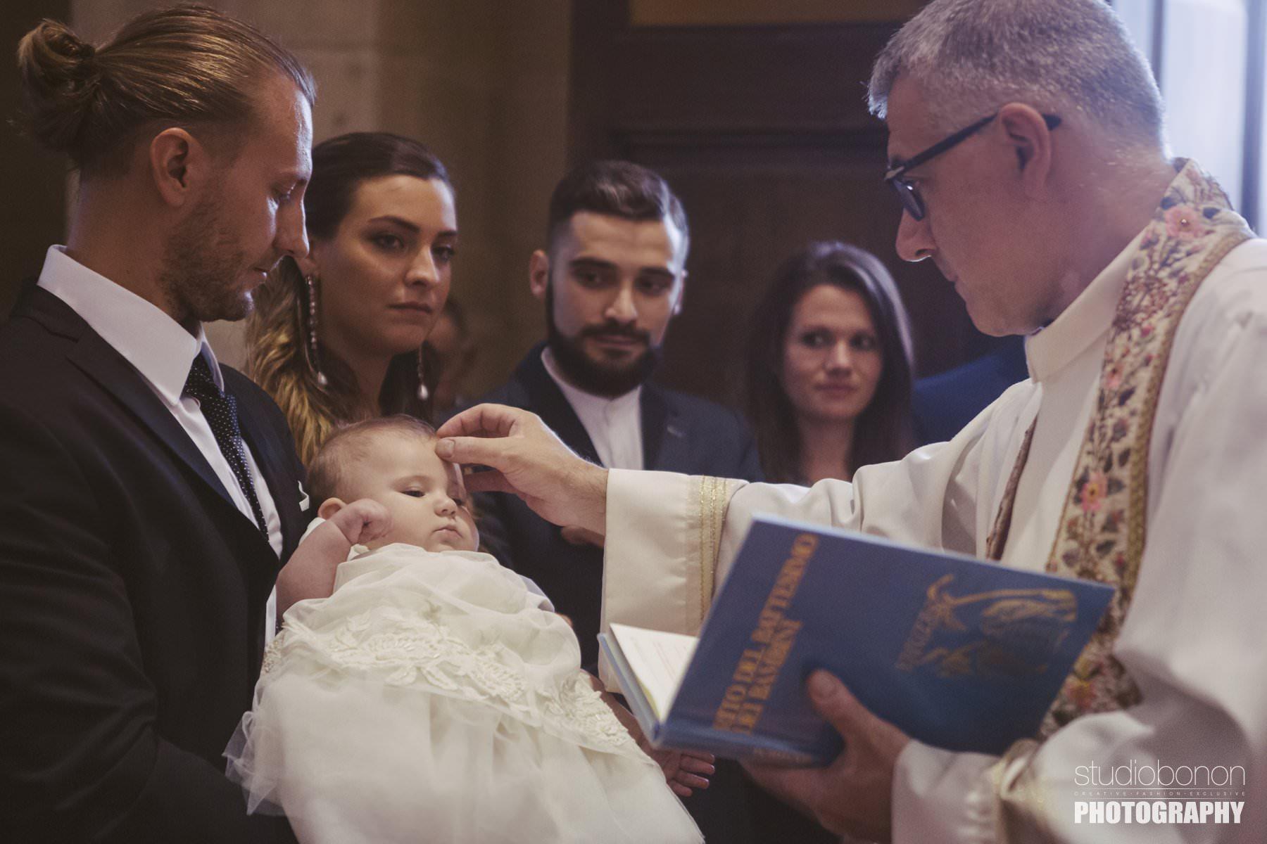 Battesimo di Azzurra in Toscana. Fotografie di Studio Bonon Photography a Borgo San Lorenzo in provincia di Firenze