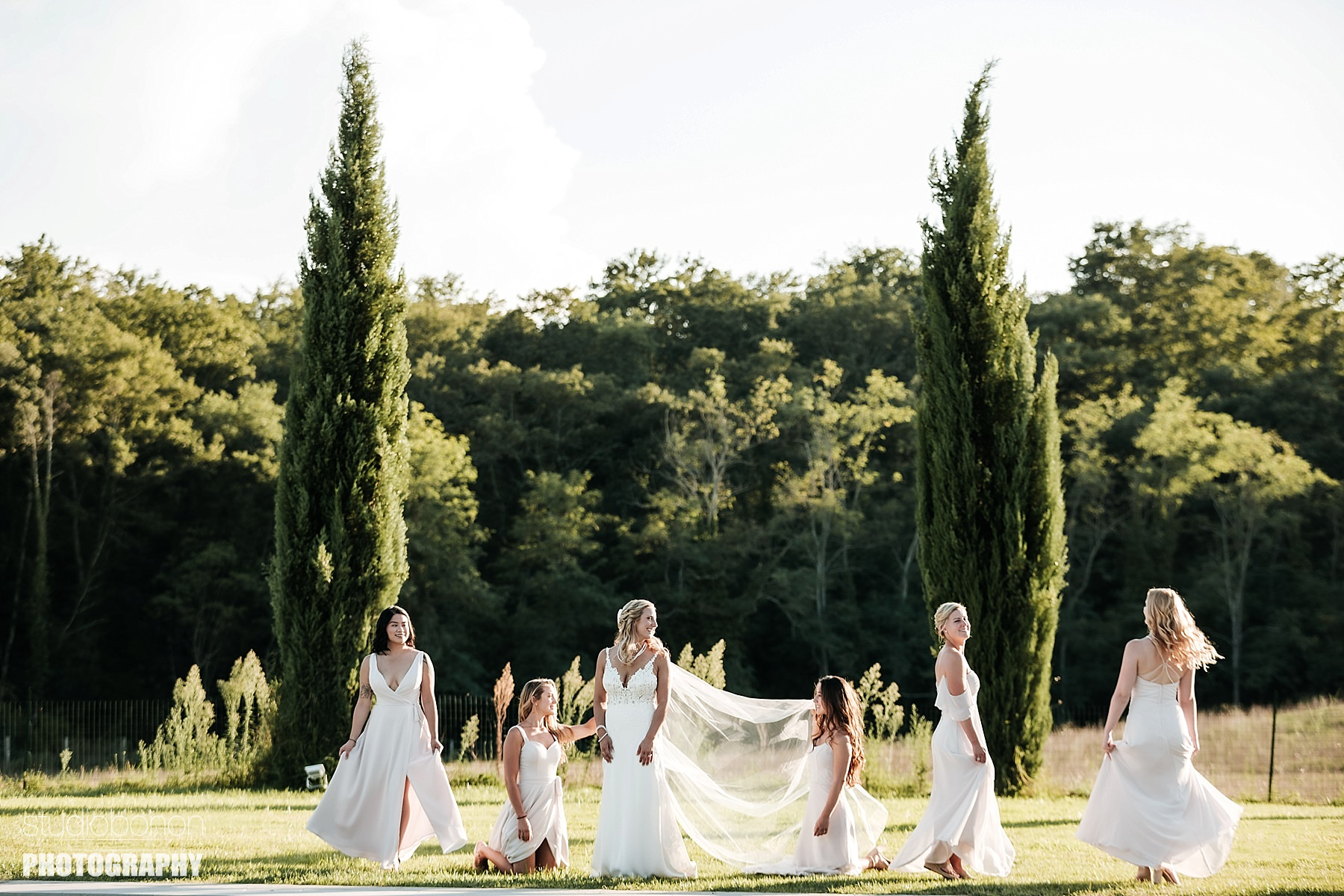 Country Wedding in Tuscany countryside at Tenuta Canto alla Moraia - Bridal Party - Photo by the wedding photographers in Tuscany based Florence Studio Bonon Photography.