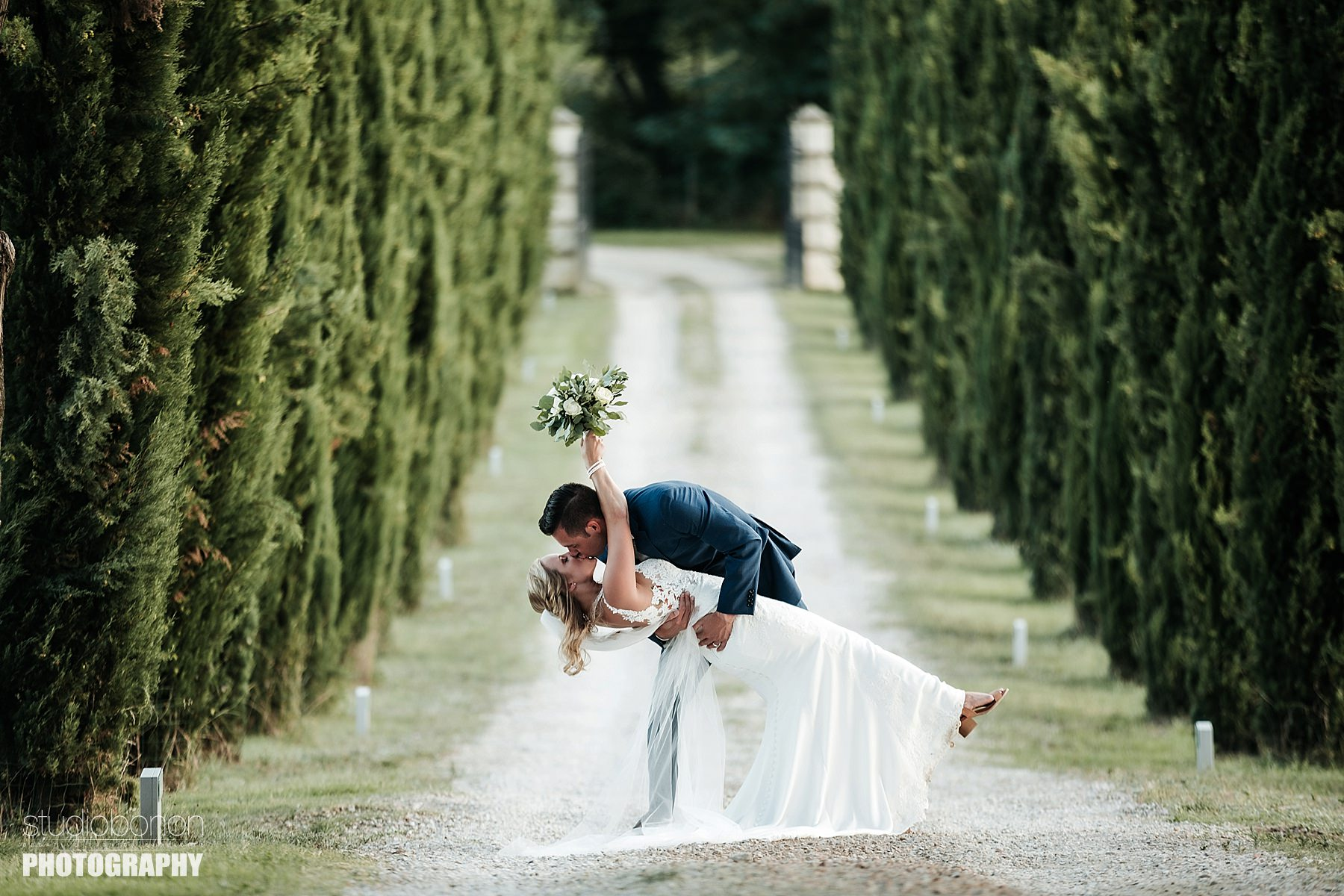 Country Wedding in Tuscany countryside at Tenuta Canto alla Moraia. Photo by the wedding photographers in Tuscany based Florence Studio Bonon Photography.